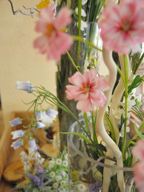Saisonale Dekoration für den Frühling mit Glockenblumen