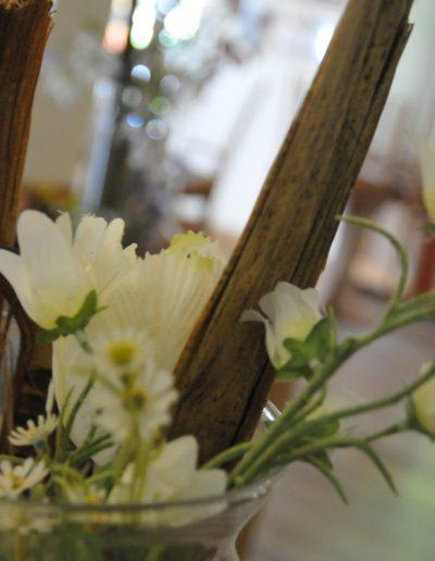 Saisonale Dekoration mit Holzelementen