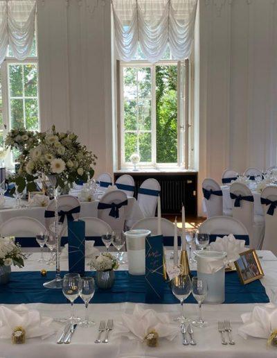 Stilvolle Tischdekoration in petrolblau von FeinDesign Hochzeitsdekoration