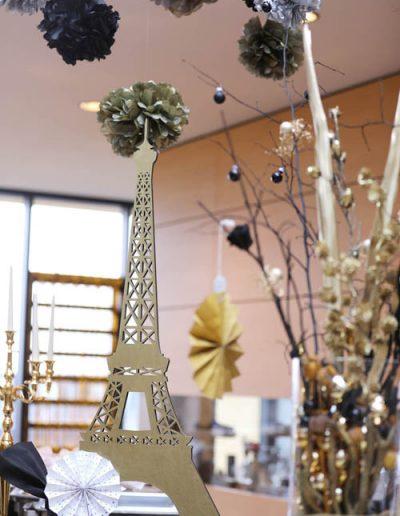 goldener Eiffelturm als Dekoration
